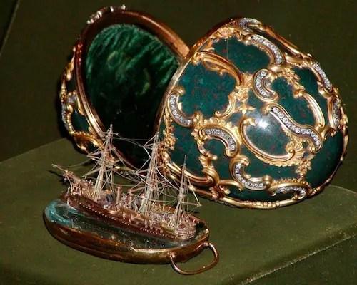 L'œuf au Pamyat Azova (1891), réplique du navire sur lequel vogua le futur Nicolas II