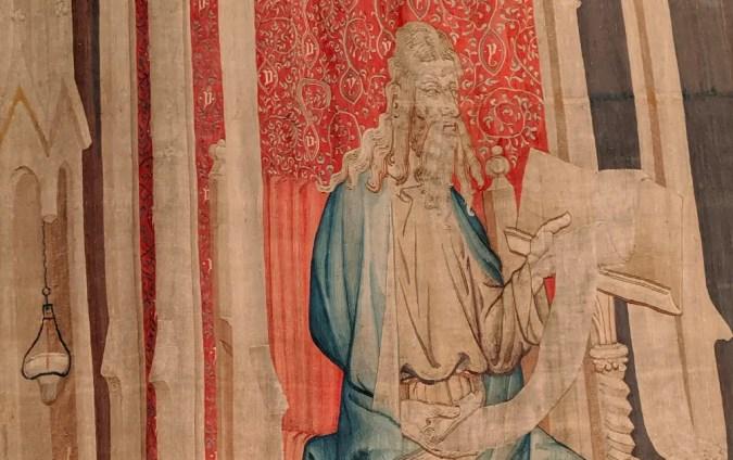 Le premier grand lecteur (personnage qui annonce une suite de panneau) est très probablement une représentation du duc d'Anjou !