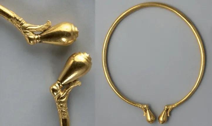 Le torque en or pur retrouvé autour du cou du prince de Lavau