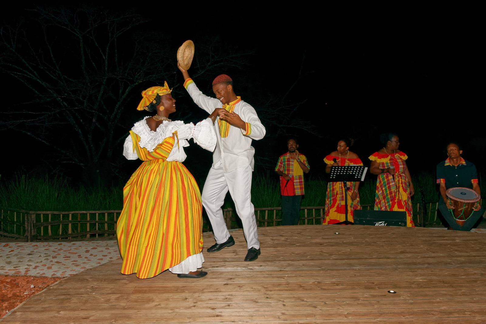 danse traditionnelle couple