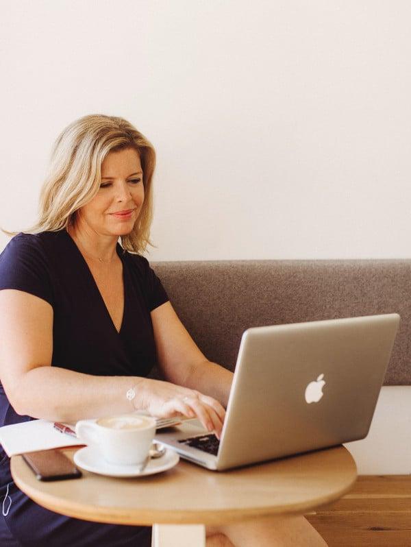 Claire Pimenta de Miranda travaille sur l'optimisation SEO