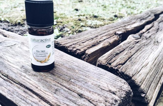 huile-essentielle-d-arbre-a-the-main