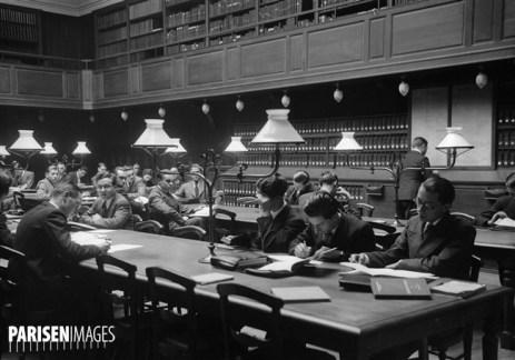 La salle de lecture de la bibliothèque de l'Ecole libre des sciences politiques.