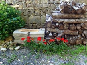 """Le """"gîte"""", printemps-été 2012, bois de chauffage"""
