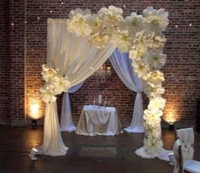 http://www.daledetalles.com/ideas/ideas-para-fiestas-y-cumpleanos/decoracion-flores-gigantes-papel