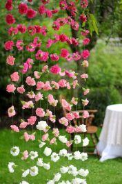 http://bodasyweddings.com/como-hacer-cortinas-de-papel-para-bodas/