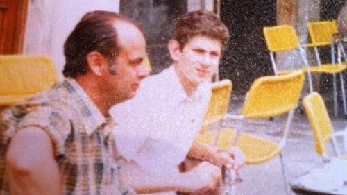 Venecia, septiembre de 1980. Pocos días antes del atentado de Munich, Johannes Kramer y su hijo Andreas
