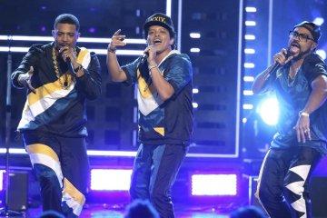 Mira la increíble presentación de Bruno Mars en los American Music Awards. Cusica Plus