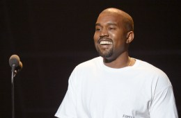 Kanye West no estaba muerto… se estaba pintando el cabello. Cusica Plus