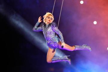 Lady Gaga salta al estadio del Superbowl . Cusica plus
