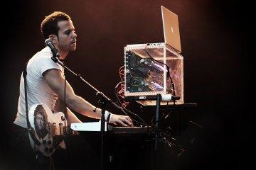 """M83 lanza remix en 8 bits del tema """"Go"""". Cusica plus"""