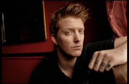 Josh Homme revela detalles del nuevo disco de Queens of the Stone Age. Cusica plus