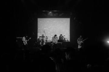 El colectivo musical venezolano Tan Frío el Verano comparte nueva sesión en vivo. Cusica plus
