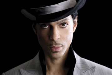 """Vídeos clásicos de Prince """"Let's Go Crazy"""" y """"When Doves Cry"""" llegan a YouTube. Cusica plus."""