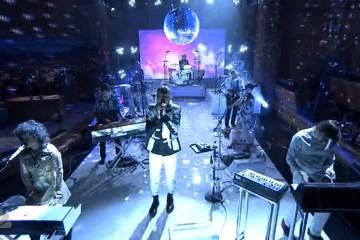 """Arcade Fire cerró Lollapalooza con su versión de """"Mind Games"""" de John Lennon. Cusica Plus"""