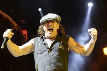 "Brian Johnson de AC/DC vuelve a interpretar ""Back In Black"" junto a Muse. Cusica Plus."