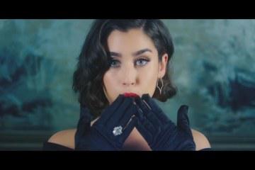 """Fifth Harmony nos lleva al pasado con su nuevo video """"Deliver"""". Cusica plus."""