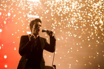 "The Killers reviven el clásico ""American Girl"" de Tom Petty. Cusica Plus."