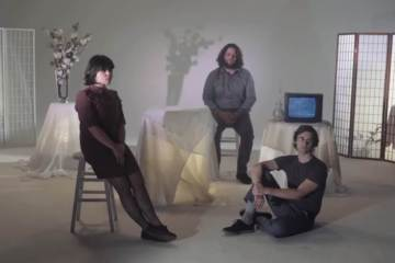 "Screaming Females se pone acústicas con el video de ""Deeply"". Cusica Plus."