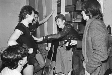 Descubren cintas de improvisación entre Brian Eno, David Bowie y Devo. Cusica Plus.