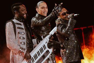Escucha a los nuevos Black Eyed Peas en el programa de Stephen Colbert. Cusica Plus.