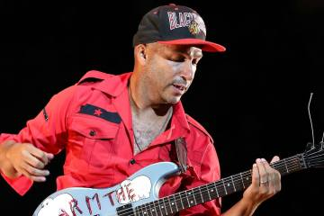 Tom Morello de Rage Against the Machine reclutó a varios artistas y productores. Cusica Plus.