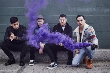 Escucha el nuevo EP de Fall Out Boy, 'Lake Effect Kid'. Cusica Plus.