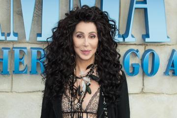 """Escucha a Cher interpretar """"SOS"""" otro tema Abba para su nueva compilación. Cusica Plus."""