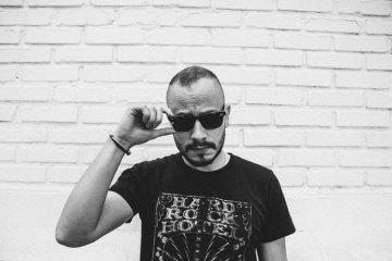 """JXV (Juan Victor Belisario) de Viniloversus, estrena su nuevo sencillo solitario """"Live Without You"""". Cusica Plus."""