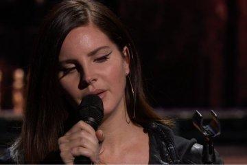 Lana Del Rey estrenó dos nuevos temas en el evento Apple. Cusica Plus.