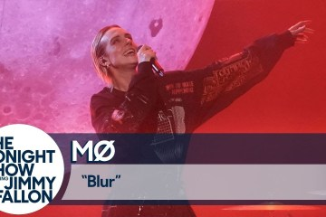 "MØ se presentó en el show de Jimmy Fallon para cantar su sencillo ""Blur"". Cusica Plus."