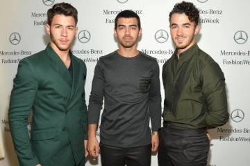 Los Jonas Brothers podrían estar grabando nueva música bajo el nombre de 'Jonas' Cusica Plus.