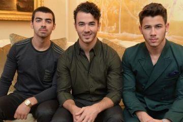 Disfruta el Carpool Karaoke de los Jonas Brothers celebrando su reunión. Cusica Plus.