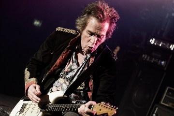 Muere guitarrista de Ozzy Osbourne, Bernie Tormé a sus 66 años de edad. Cusica Plus.