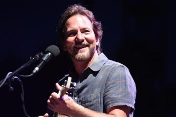"Eddie Vedder de Pearl Jam, versionó ""Maybe It's Time"" de 'A Star Is Born'. Cusica Plus."