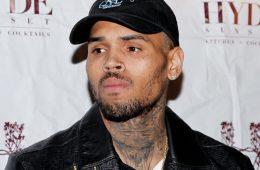 Chris Brown y sus fans, insultaron a Chvrches, por estar en contra de su trabajo. Cusica Plus.