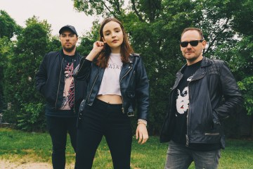 Chvrches expresa su descontento con Marshmello, por grabar con Chris Brown. Cusica Plus.