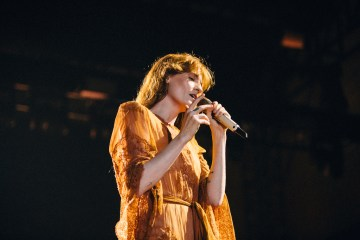 Florence and the Machine cantó por primera vez en vivo, su tema para Game of Thrones. Cusica Plus.