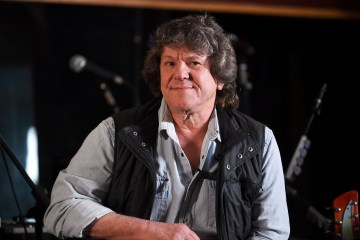 Michael Lang, co-fundador del Woodstock 50, acusa a los inversores de robarle 17 millones de dólares. Cusica Plus.