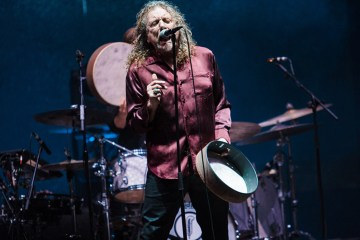 "Robert Plant de Led Zeppelin, cantó ""Immigrant Song"" por primera vez en 23 años. Cusica Plus."
