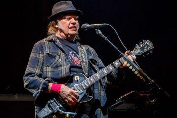 Neil Young y Crazy Horse publicaron 'Milky Way' - Cúsica Plus