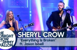 Sheryl Crow y Jason Isbell se unieron para cantar Everything Is Broken de Bob Dylan. Cusica Plus.