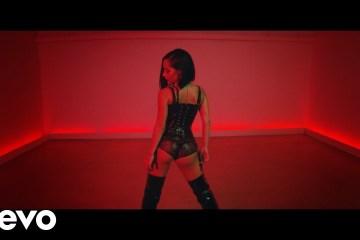 Becky G estrena su nuevo sencillo 'Mala Santa'. Cusica Plus.