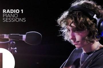 King Princess realizó cover del tema 'Speechless' de Lady Gaga en BBC Radio 1. Cusica Plus.