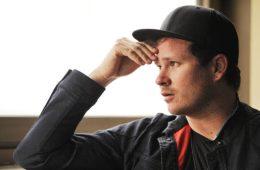 Tom DeLonge vendió todos sus derechos de canciones de Blink-182. Cusica Plus.