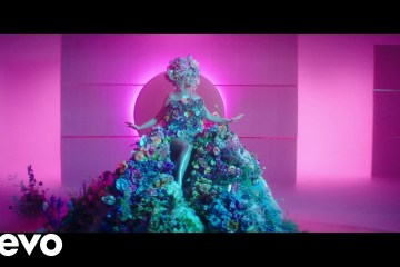Katy Perry anuncia su embarazo en el nuevo tema 'Never Worn White'.Cusica Plus.