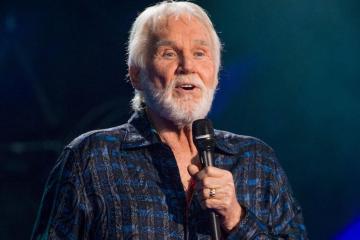 Falleció el cantante de música country, Kenny Rogers. Cusica Plus.