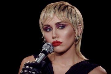Escucha 'Midnight Sky', el nuevo tema de Miley Cyrus. Cusica Plus.