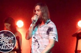 Tame Impala se presentó en el show de Jimmy Fallon, para cantar 'Borderline'. Cusica Plus.