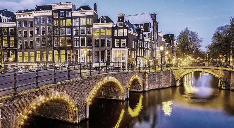 Get into 25 clubs for just €20 in Amsterdam